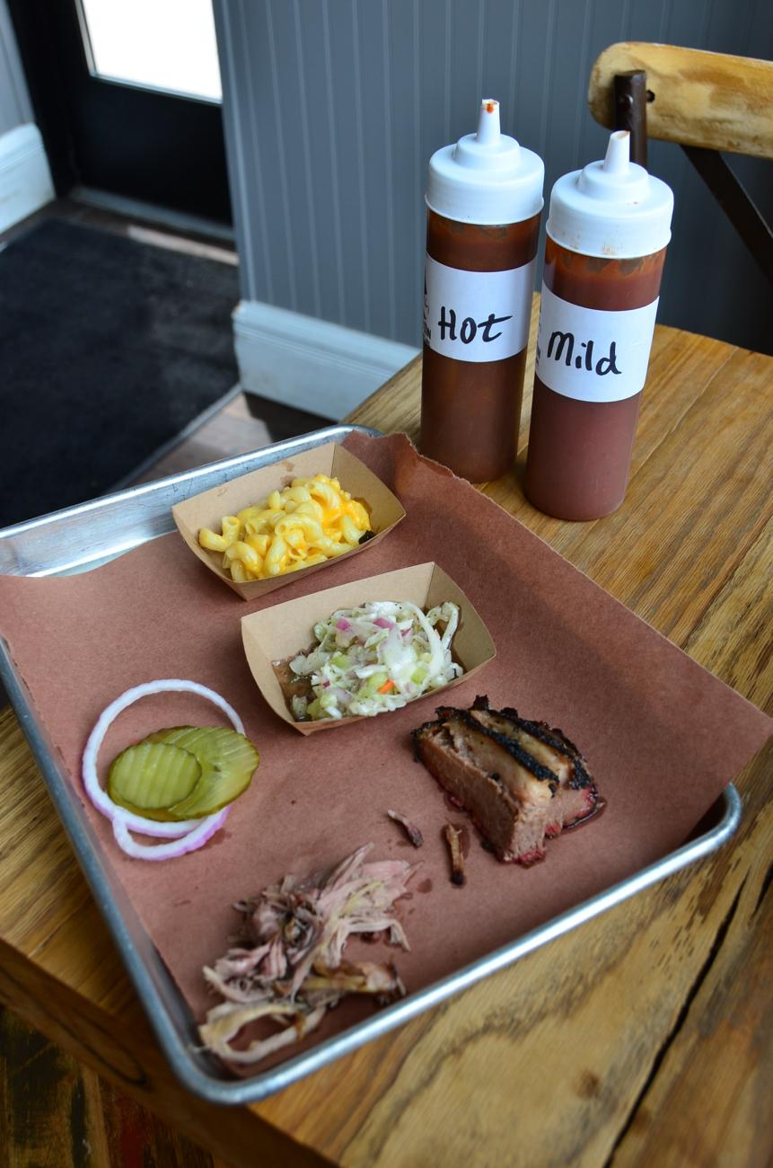 Brisket, mac 'n cheese, and cole slaw from Just Q'in / Image: Leah Zipperstein, Cincinnati Refined // Published: 7.7.18