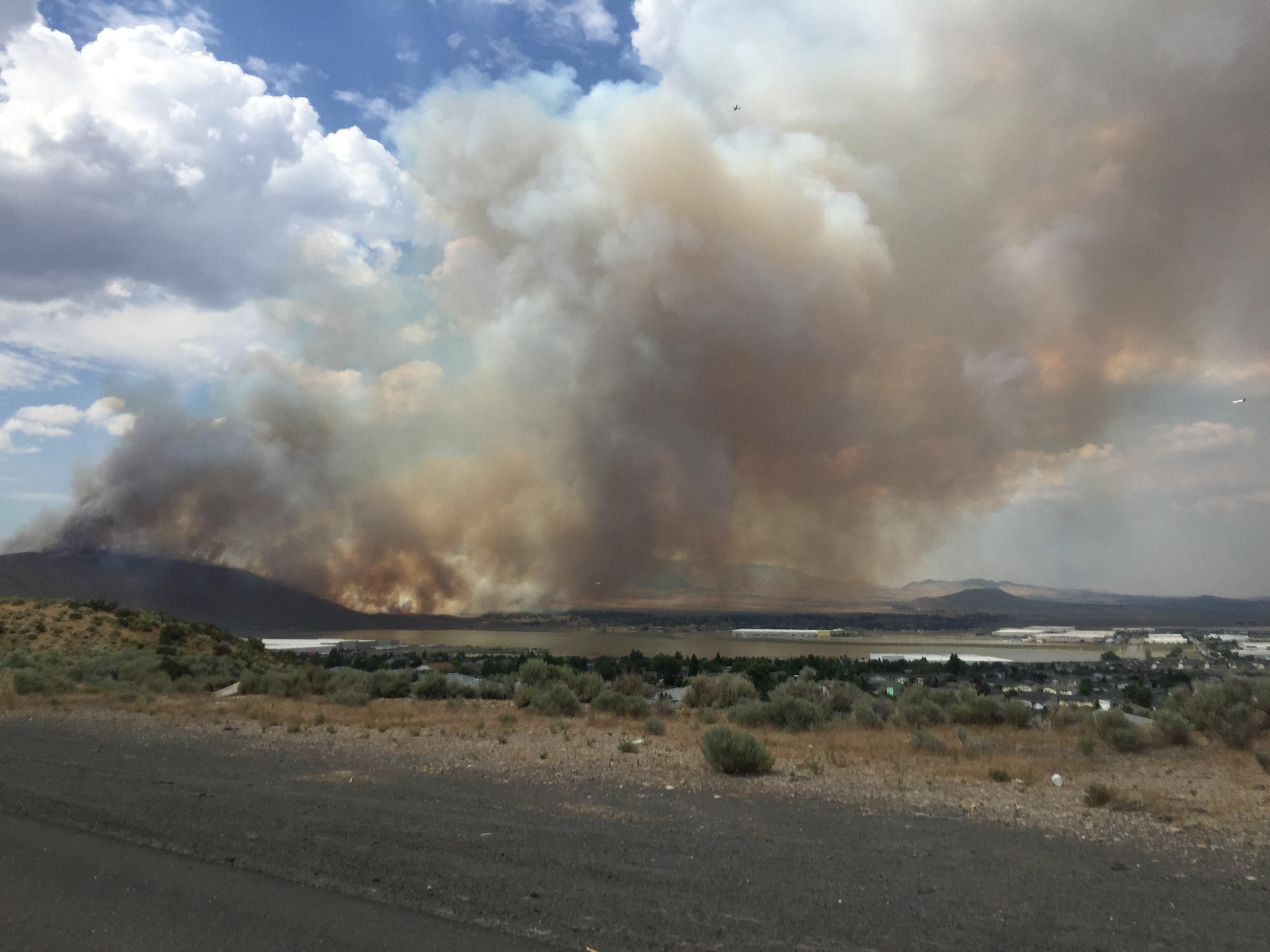 Brush fire along Hwy. 395 near Cold Springs prompts evacuations (KRNV)