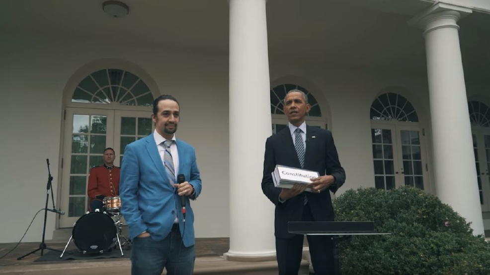 watch 39 hamilton 39 star lin manuel miranda freestyles at the white house komo. Black Bedroom Furniture Sets. Home Design Ideas