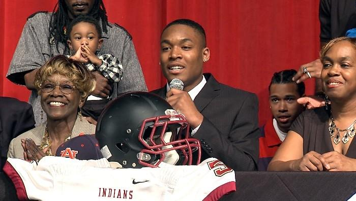 Pinson Valley wide receiver Earnest Robinson signed with Auburn University on National Signing Day Wednesday, February 6, 2013.