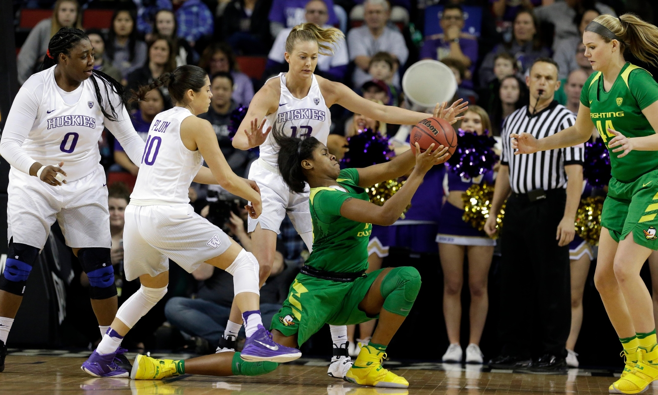 Oregon's Ruthy Hebard, second from right, gets a pass off to Mallory McGwire as Washington's Chantel Osahor (0), Kelsey Plum (10) and Katie Collier defend during the first half of an NCAA college basketball game in the Pac-12 tournament, Friday, March 3, 2017, in Seattle. (AP Photo/Elaine Thompson)