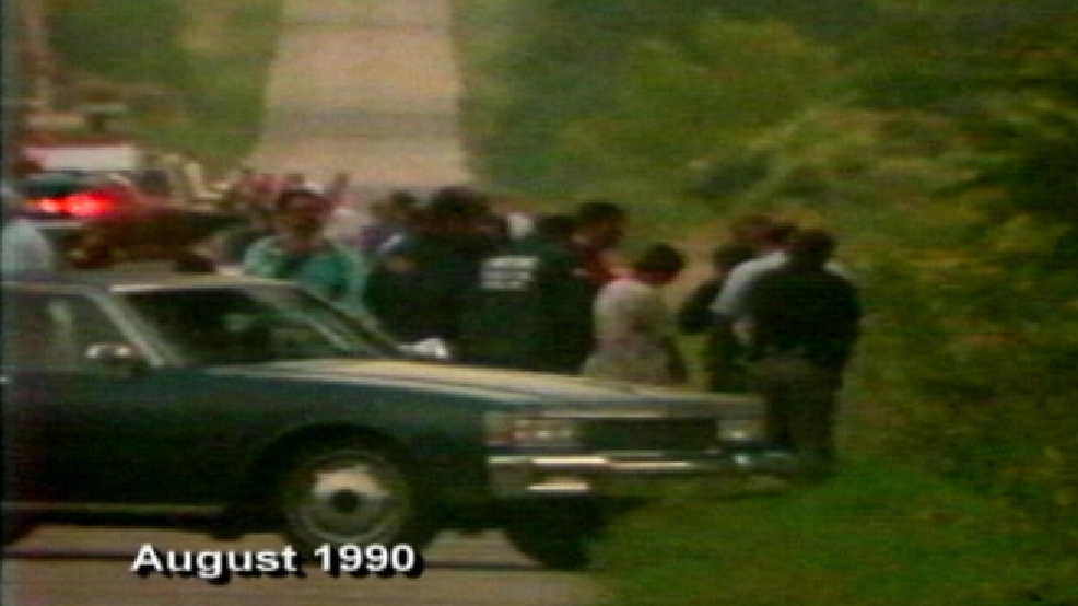 Officials investigate the scene where Berit Beck's body was found near Waupun, in August 1990. The Sturtevant woman was on her way to Appleton for work, but never made it. (WLUK file image)