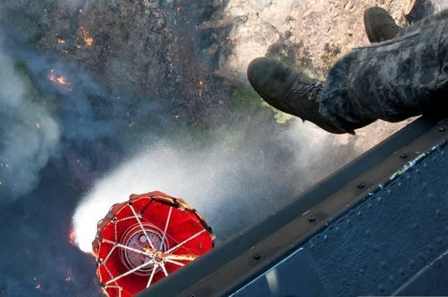 Soldiers in a UH-60 Black Hawk helicopter drop water as they battle the Rim fire at Yosemite National Park, Calif., Aug. 23, 2013. The soldiers are assigned to 1st Battalion, 140th Aviation Regiment, California Army National Guard.