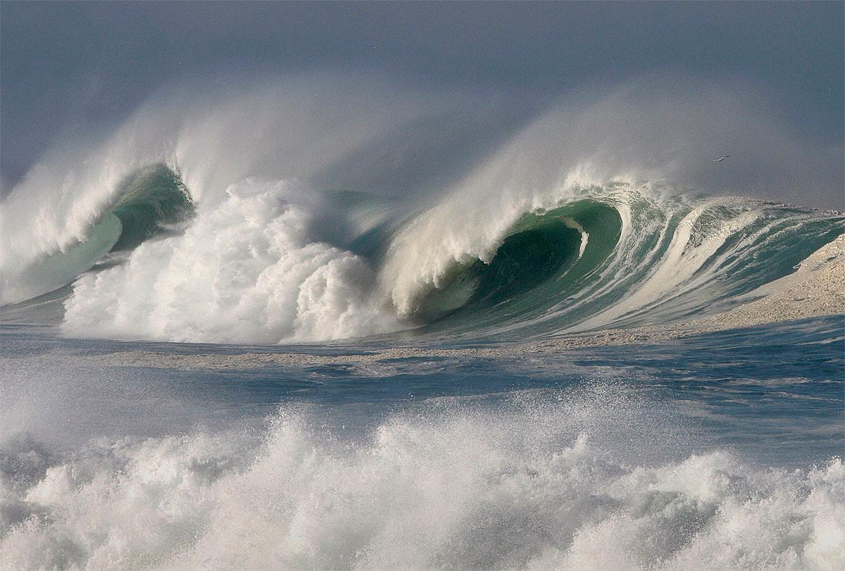 Large waves break off the shoreline Wednesday, Nov. 9, 2016, in Pacific Grove, Calif. A weather front from the Gulf of Alaska was sending sets of 20-foot-high waves to beaches ranging from Point Reyes southward to Big Sur on the California coast. (Vern Fisher/Monterey Herald via AP)