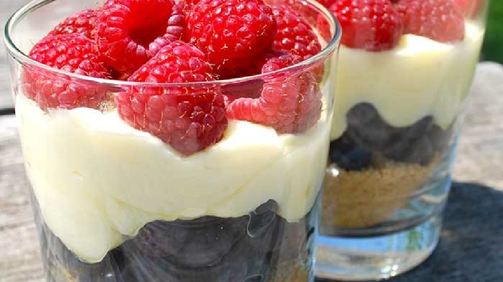 Berry-Cheesecake-Trifles