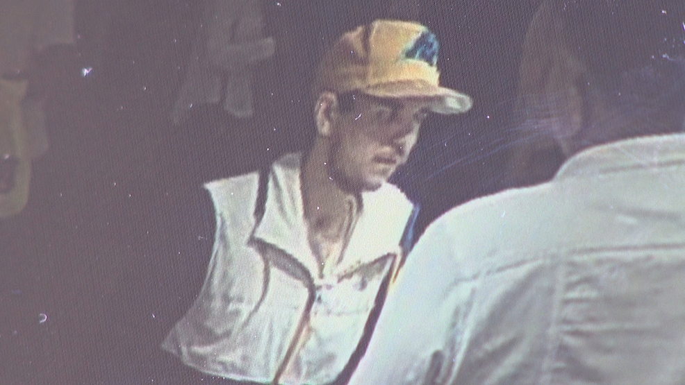 Caught On Camera Man Steals Gold Chains From Asheville Mall