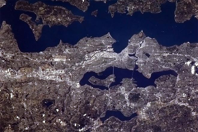 Seattle looking nice in the sunshine. (Photo & Caption: Chris Hadfield/NASA)