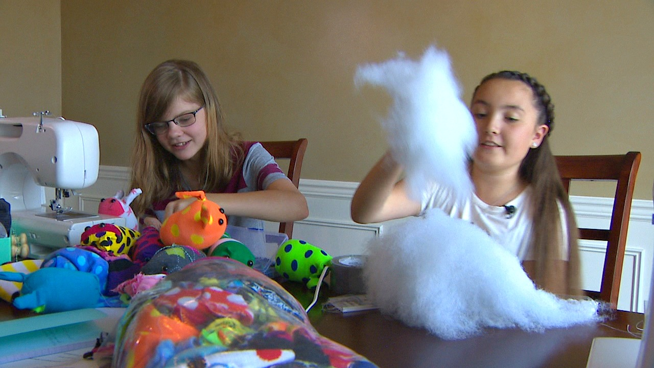 Evie and Taylor show off their Sock Monsters (KOMO Photo)