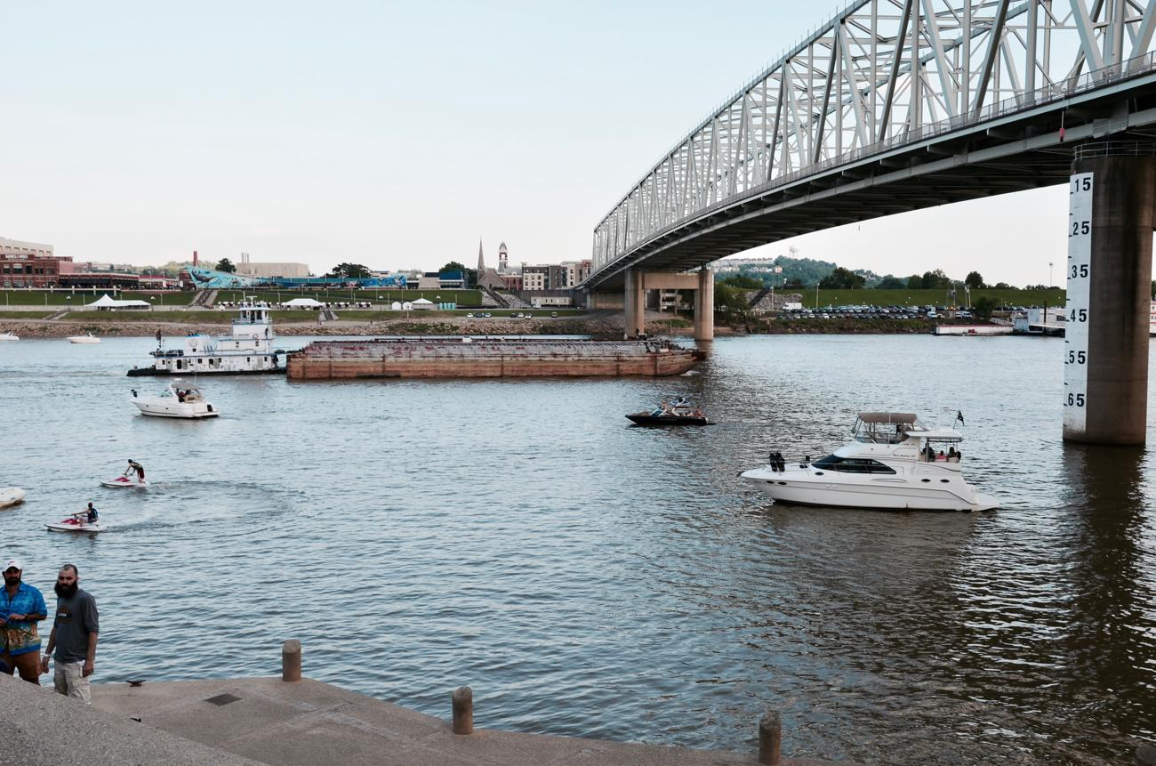 Boaters posting up nearby to enjoy the sights and sounds of the festival / Image: Leah Zipperstein, Cincinnati Refined // Published: 6.3.18