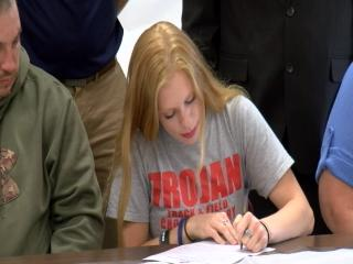 Highland's Makayla Dickerson signs for Track/Cross Country with HGLU{&amp;nbsp;}<p></p>