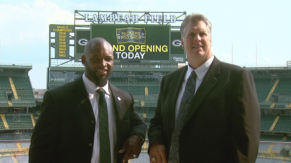 Ahman Green and Ken Ruettgers pose for pictures prior to their induction into the Green Bay Packers Hall of Fame