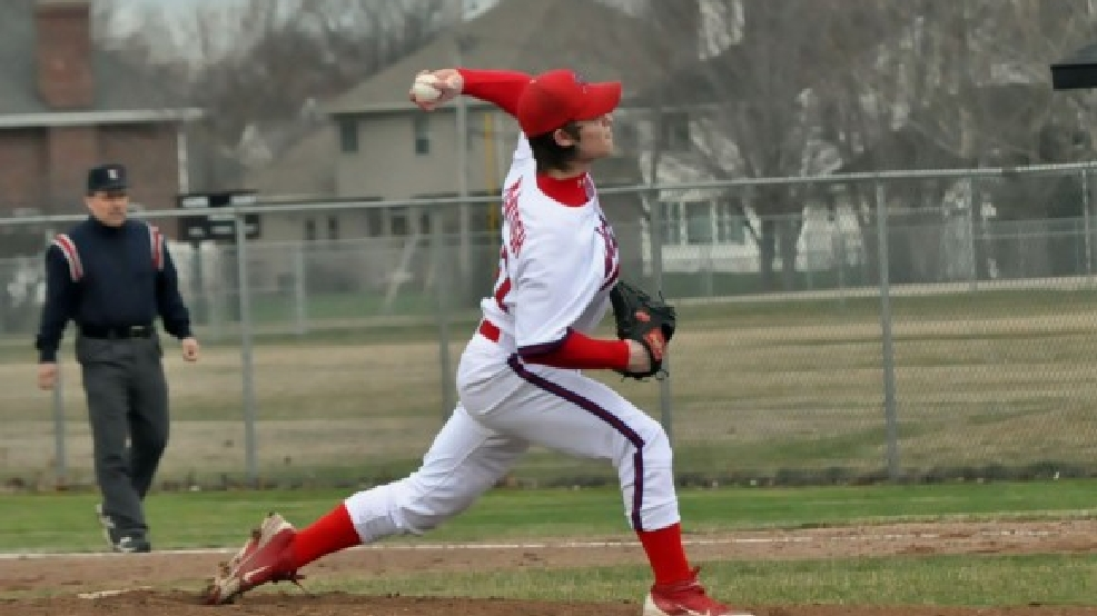 Hortonville's Alex McIntosh threw a 10-inning shutout Friday against West De Pere. (Doug Ritchay/WLUK)