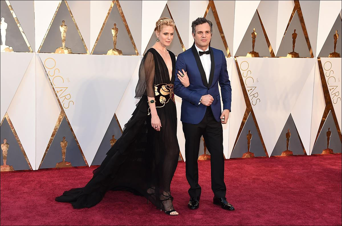 Sunrise Coigney, left, and Mark Ruffalo arrive at the Oscars on Sunday, Feb. 28, 2016, at the Dolby Theatre in Los Angeles. (Photo by Jordan Strauss/Invision/AP)