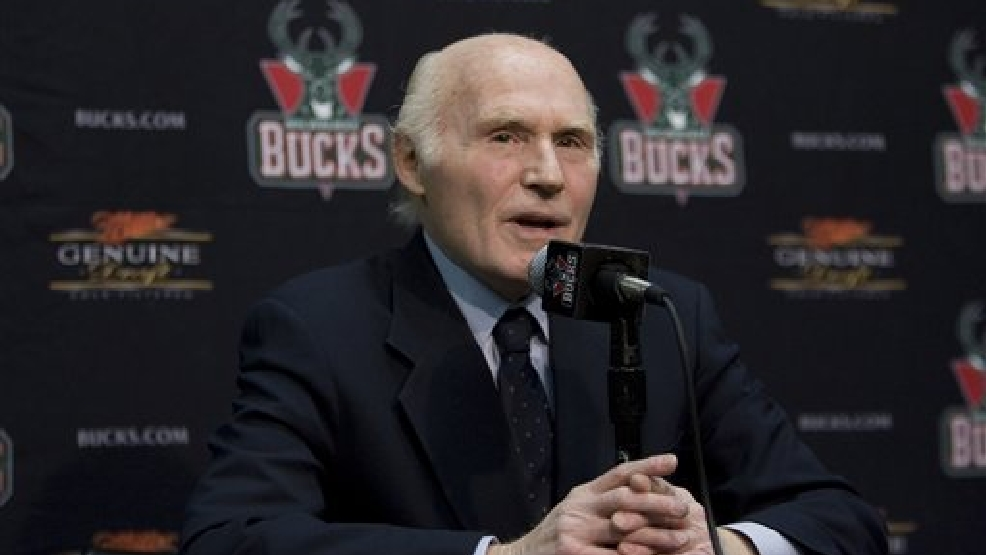 Milwaukee Bucks owner Sen. Herb Kohl speaks at a news conference Wednesday, March 19, 2008, in Milwaukee. (AP Photo/Morry Gash)