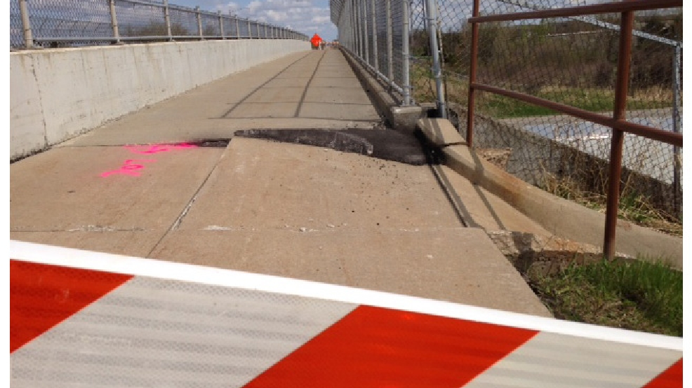 A sidewalk is closed on the Meade St. overpass in Appleton, May 14, 2014. (WLUK/Jerry Van Handel)