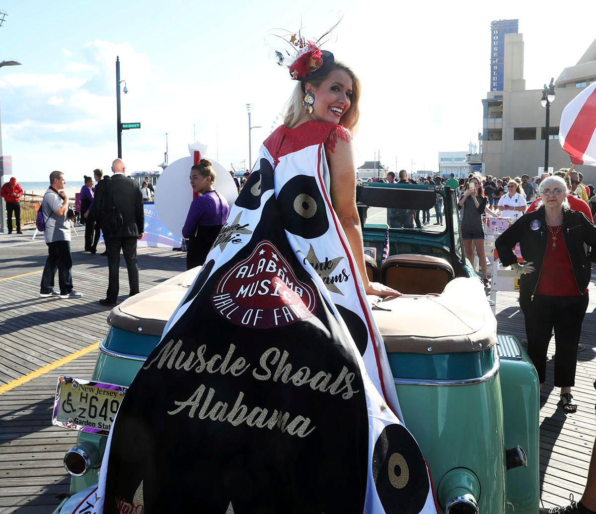 Miss Alabama 2017 Jessica Procter show the crowd her shoe during a parade on the Atlantic City, N.J., Boardwalk Saturday, Sept 9, 2017. (Edward Lea/The Press of Atlantic City via AP)