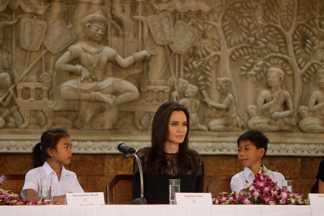 "Hollywood actress Angelina Jolie sits with child actress Sareum Srey Moch, left, and actor Mun Kimhak, right, during a press conference in Siem Reap, Cambodia, Saturday, Feb. 18, 2017. Jolie on Saturday launches her two-day film screening of ""First They Killed My Father"" in the Angkor complex in Siem Reap province. (AP Photo/Heng Sinith)"
