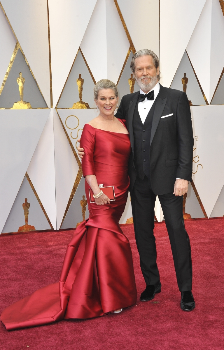 How does Jeff Bridges manage to look better and better with age?? Even with that beard he looks so dapper in his Dolce & Gabbana. And his wife Susan is stunning as well! (Image: Apega/WENN.com)