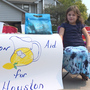 Girl opens lemon 'aid' stand to raise money for flood victims