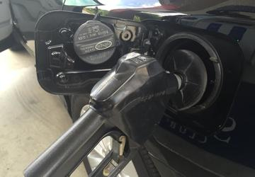 Gas prices surge for July 4 holiday, here's how to pay less at the pump