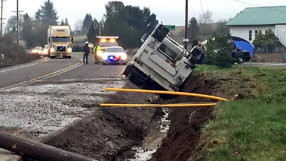 Crash closes Hwy 47 outside Gaston, Ore  | KMTR