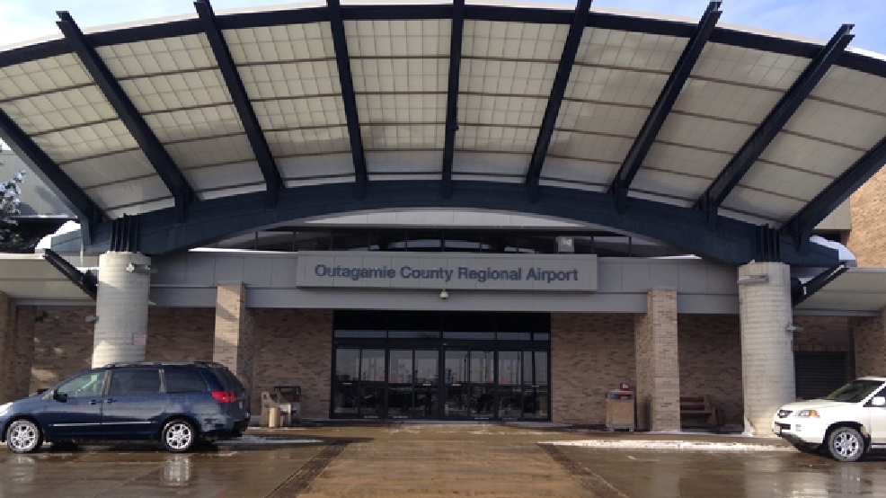 The entrance to the Outagamie County Regional Airport is seen, Jan. 31, 2014. (WLUK/Chad Doran)