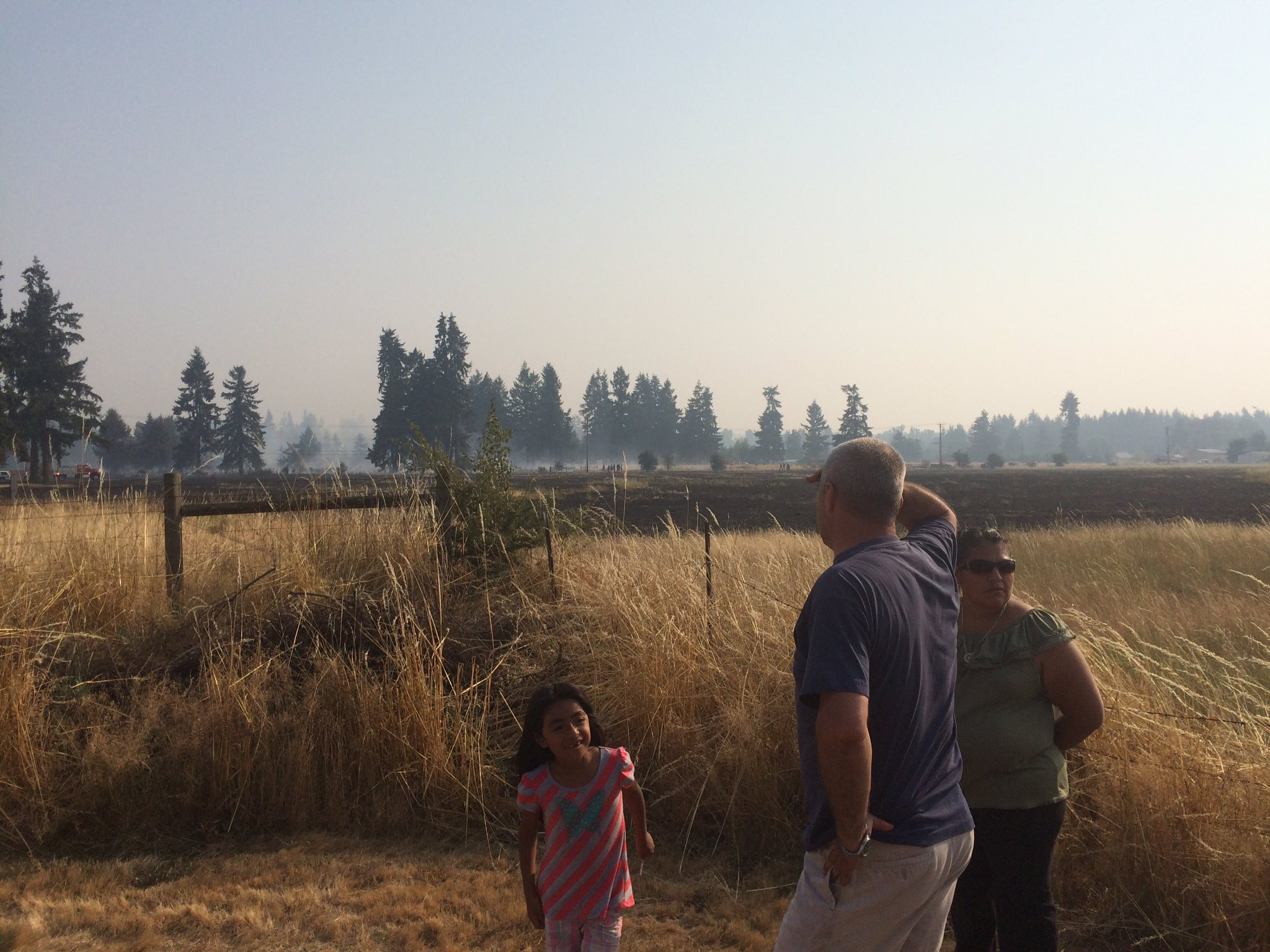 Several families were briefly evacuated Wednesday after fast-moving brush fire broke out near Centralia. (Photo: KOMO News)