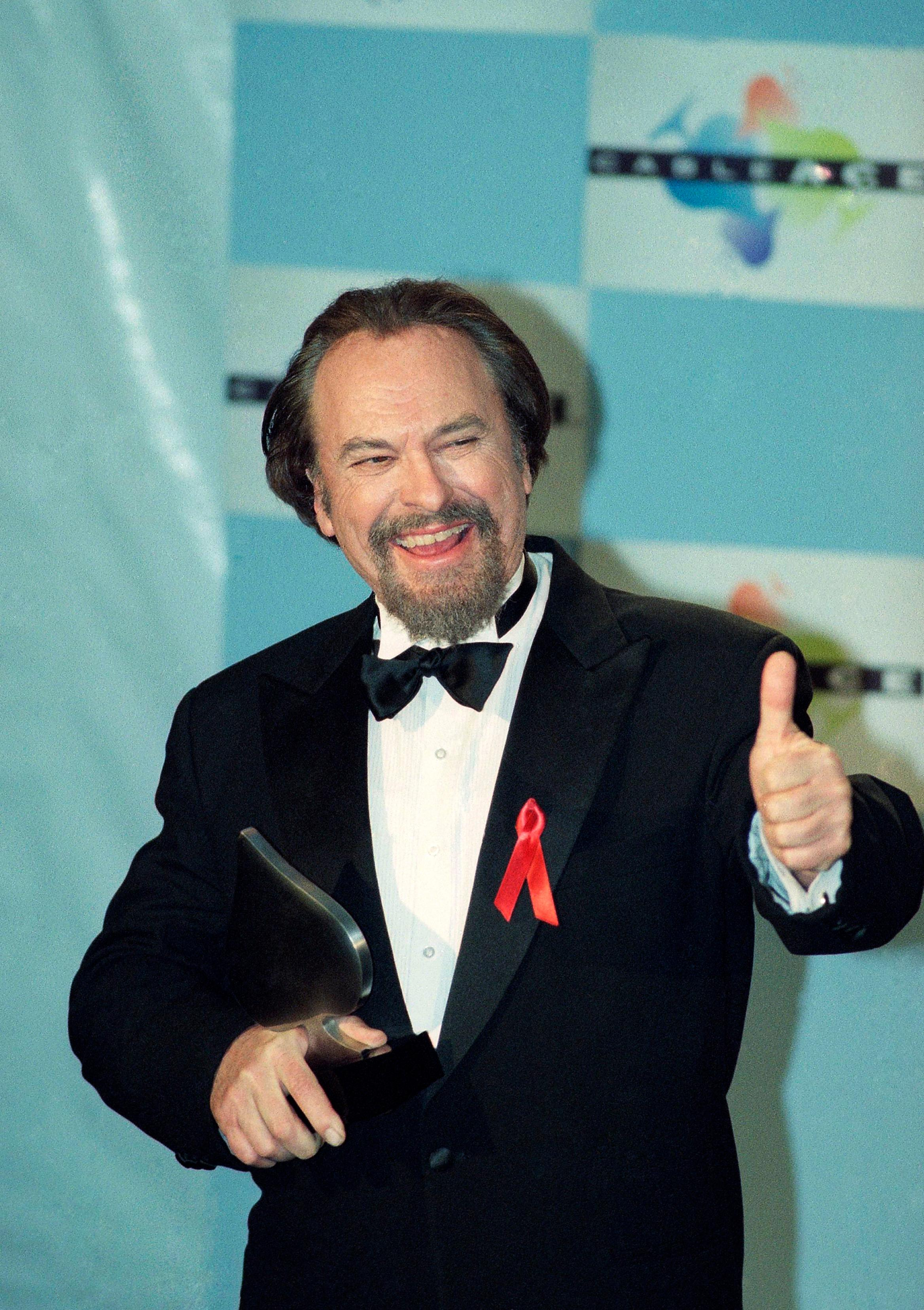 "FILE - In this Jan. 15, 1995, file photo, actor Rip Torn gives a thumbs-up to photographers after winning for Best Actor in a Comedy Series for HBO's ""The Larry Sanders Show,"" at the 16th annual CableACE Awards ceremony, in Los Angeles. Award-winning television, film and theater actor Torn has died at the age of 88, his publicist announced Tuesday, July 9, 2019. (AP Photo/Michael Caulfield, File)"