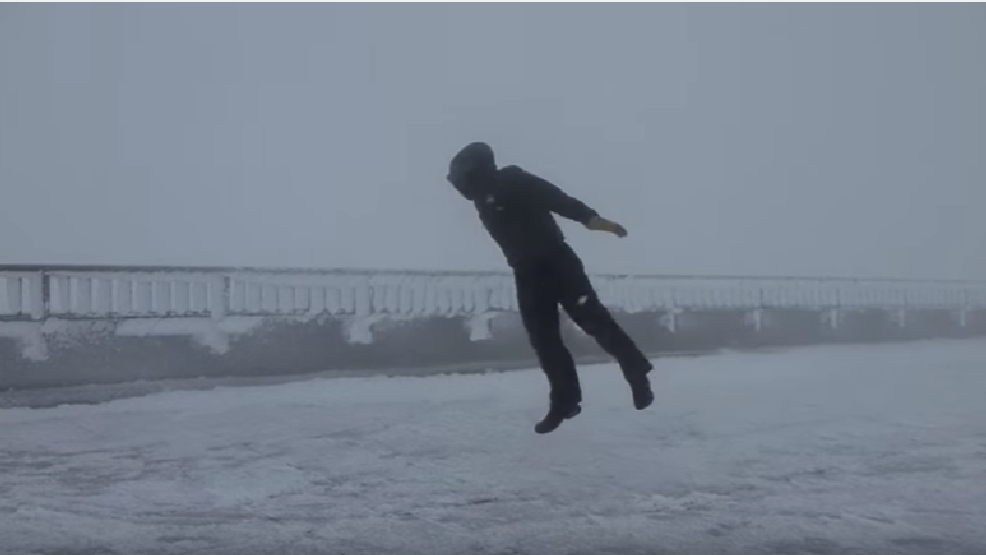 Mount Washington scientist braves insane 100+ mph winds