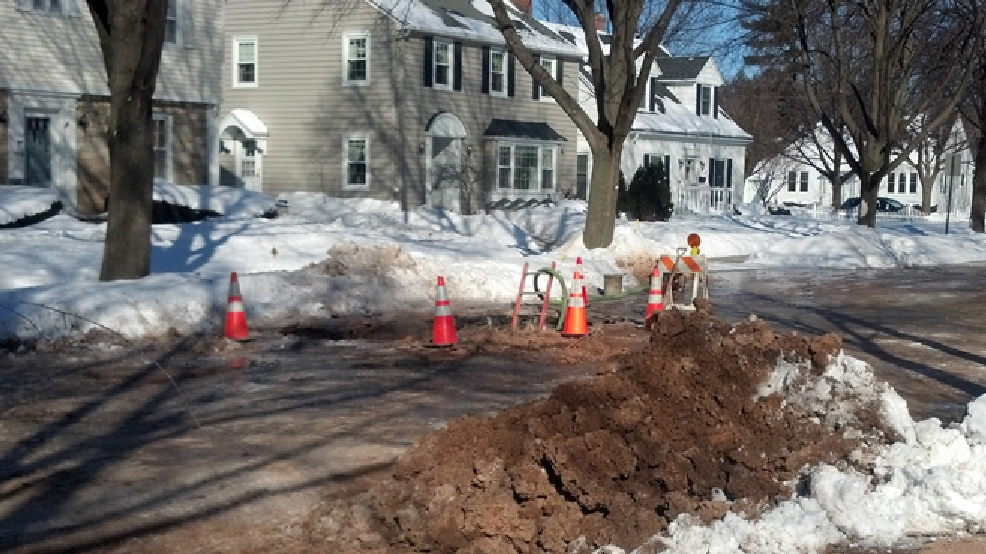 A water main break impacts a neighborhood on N. Oneida St. in Green Bay, Jan. 28, 2014. (WLUK/Eric Peterson)