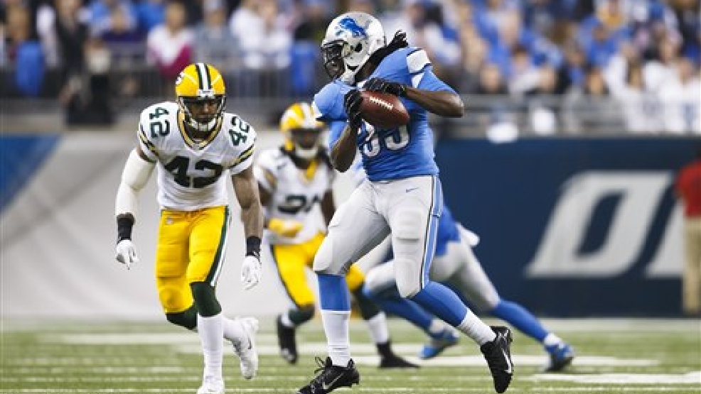 Detroit Lions running back Joique Bell (35) makes a catch in front of Green Bay Packers strong safety Morgan Burnett (42) during an NFL football game at Ford Field in Detroit, Thursday, Nov. 28, 2013. (AP Photo/Rick Osentoski)