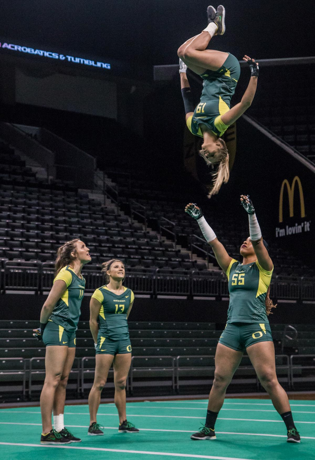 In a tri-meet in Mathew Knight Arena Sunday afternoon, the Ducks came in second, defeating Gannon University but losing to Quinnipiac. The final score tallies were Quinnipiac 274.585, Oregon Ducks 272.23, and Gannon 271.93. Photo by Kezia Setyawan, Oregon News Lab