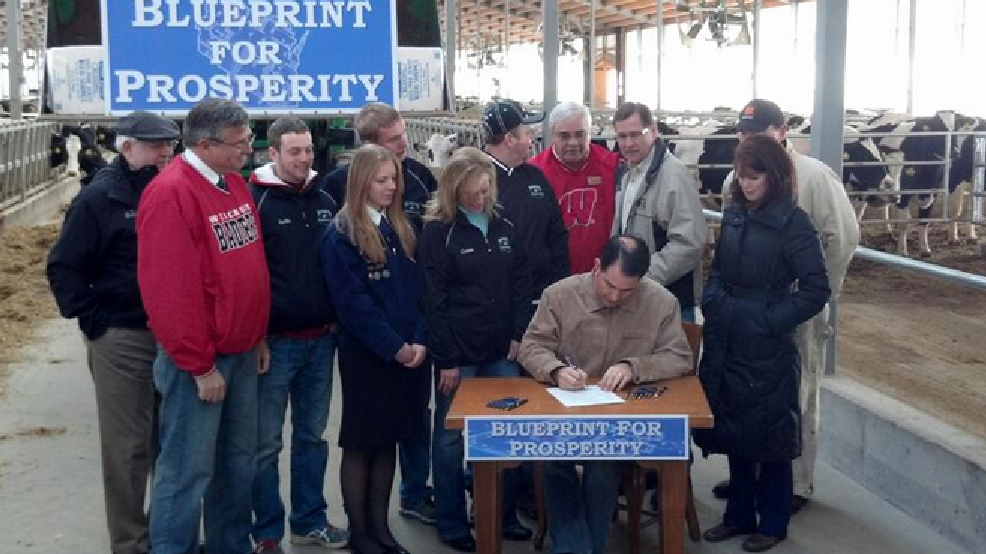 Gov. Scott Walker signs a half-billion dollar property and income tax bill at Horsens Homestead Farms near Cecil, March 24, 2014. (WLUK/Andrew LaCombe)