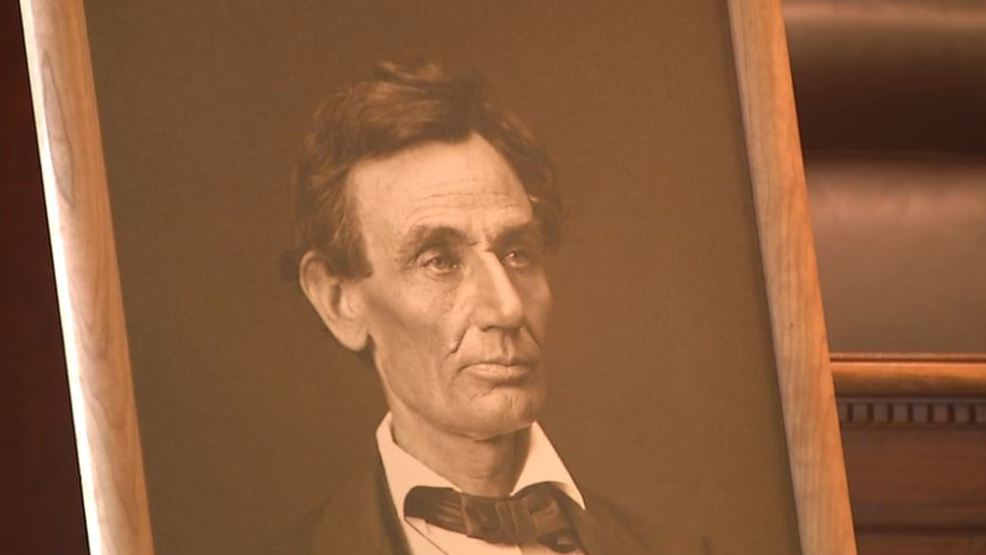 Illinois Supreme Court receives new Abraham Lincoln photograph