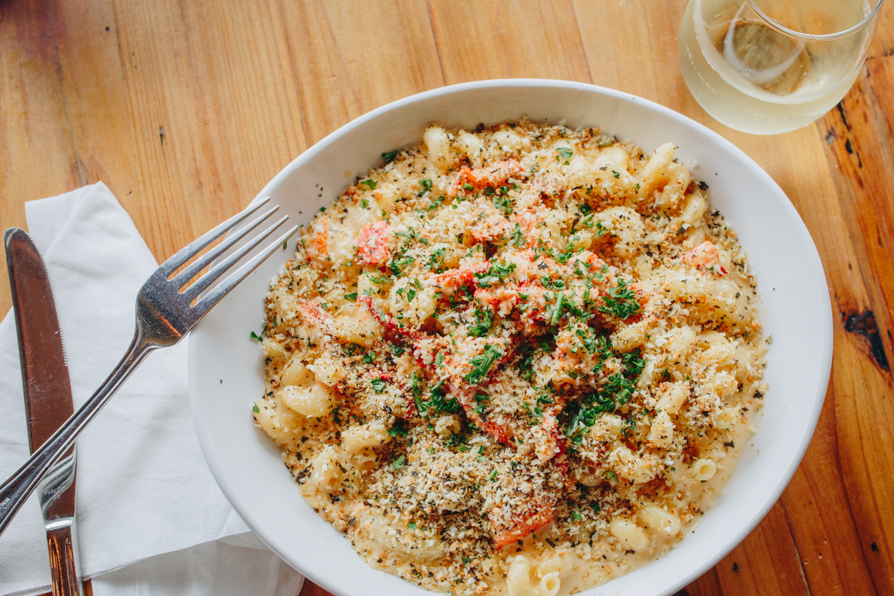 Lobster mac and cheese served with Joel Gott Sauvignon Blanc / Image: Catherine Viox // Published: 10.17.18