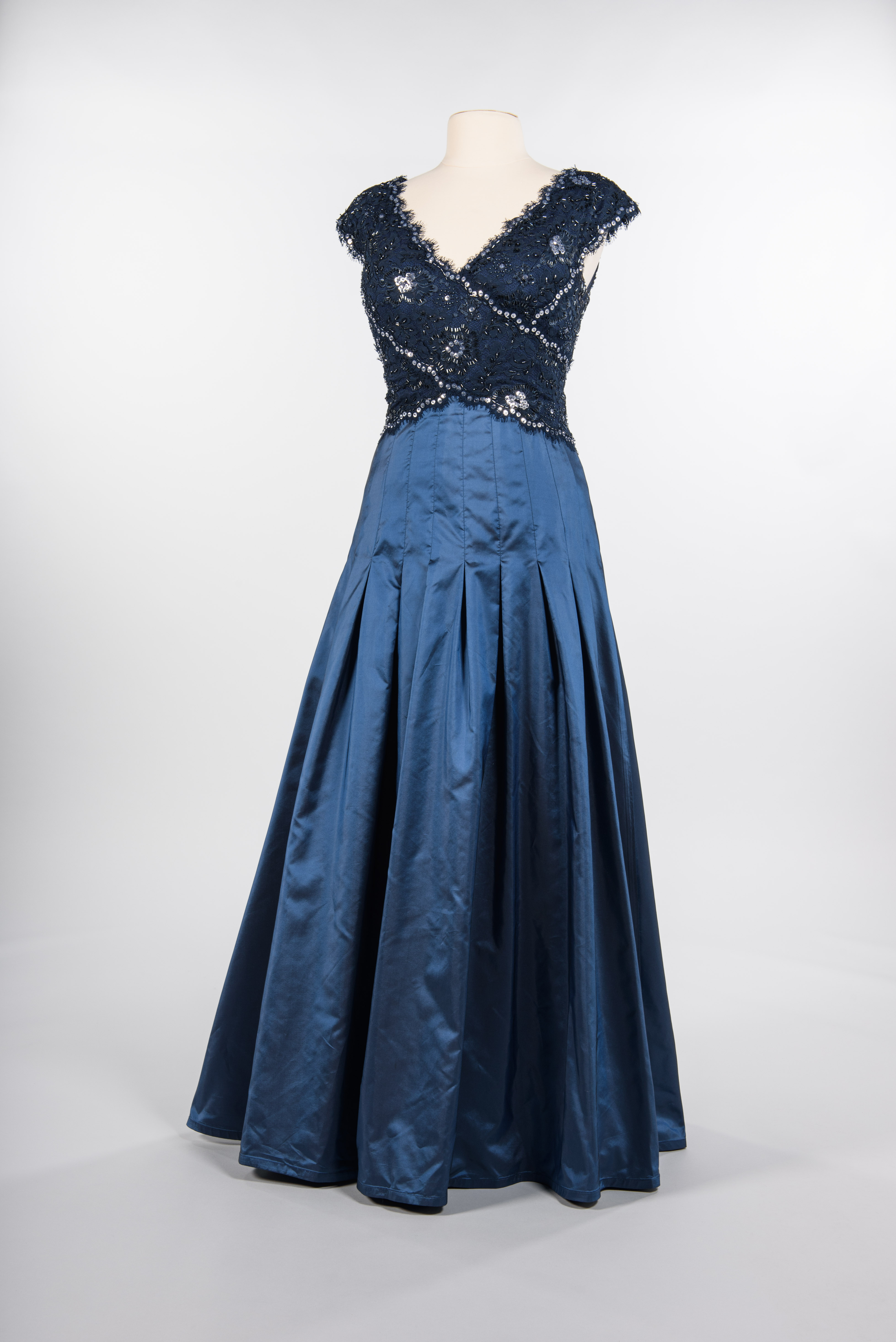 Evening gown with lace bodice, 2010. Tadashi Shoji, New York, maker. Nordstrom, retailer. Gift of Jean Chamberlin copyright MOHAI Collection.{ }