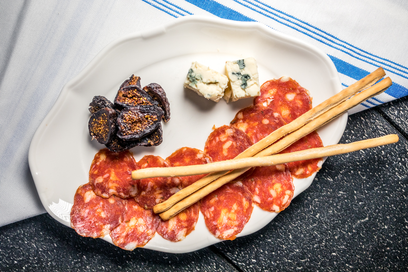 Calabrese, Gorgonzola dolce, and figs /  Image: Catherine Viox // Published: 12.24.20