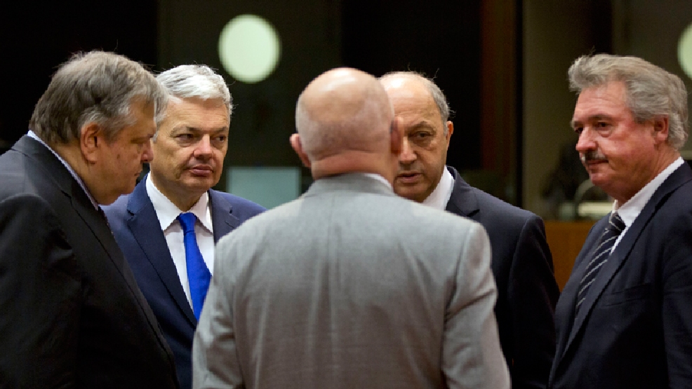 From left, Greek Foreign Minister Evangelos Venizelos, Belgian Foreign Minister Didier Reynders, Hungarian Foreign Minister Janos Martonyi, French Foreign Minister Laurent Fabius and Luxembourg's Foreign Minister Jean Asselborn speak with each other during an emergency meeting of EU foreign ministers at the EU Council building in Brussels on Monday, March 3, 2014. EU foreign ministers meet in emergency session on Monday to discuss the ongoing crisis in Ukraine. (AP Photo/Virginia Mayo)