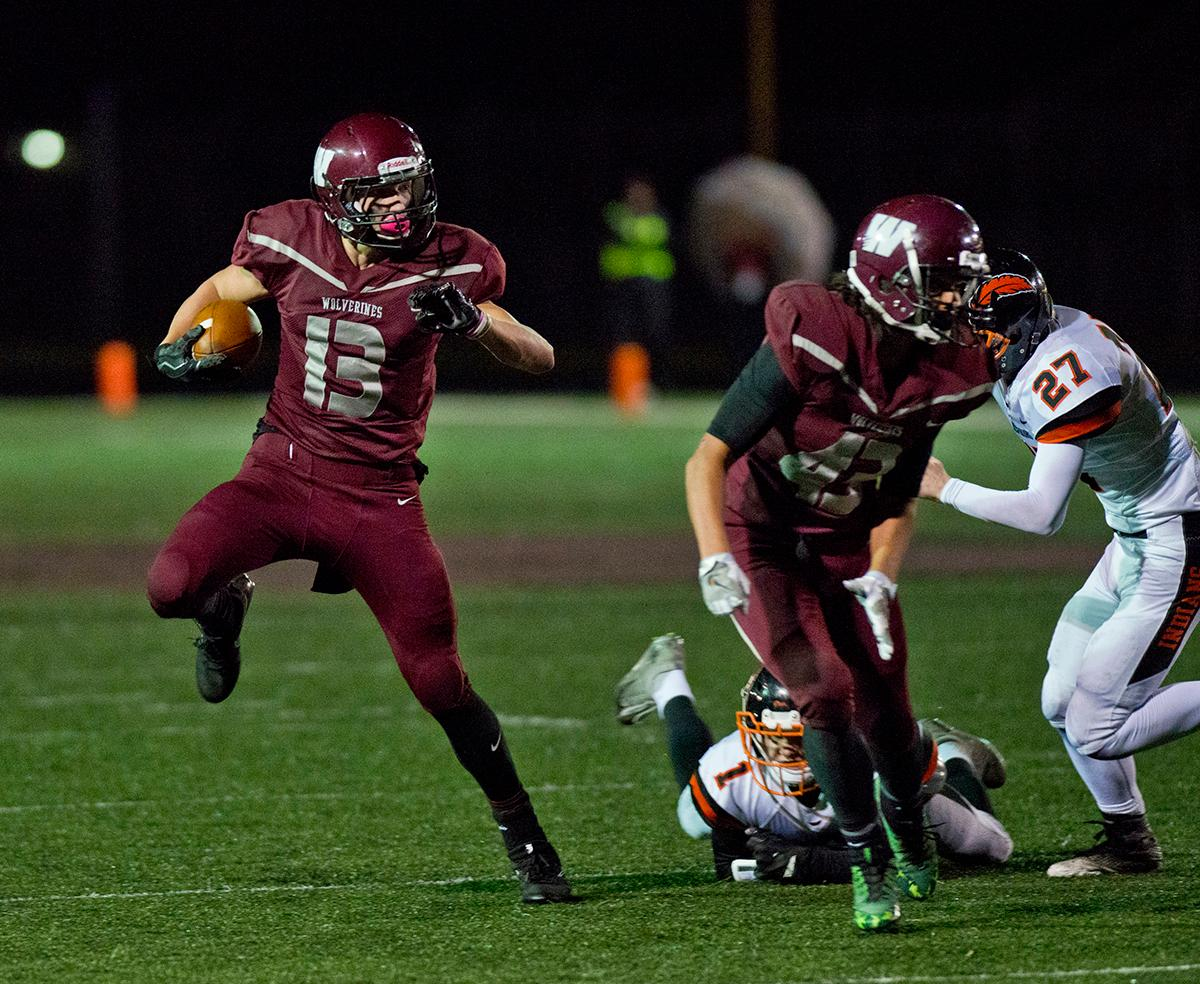 Willamette Wolverines wide receiver Bryce Goggin (#13) breaks for the outside and then sprints to the end zone for a score against the Roseburg Indians. Roseburg defeated Willamette 21-20 at Wolverine Stadium. Photo by Dan Morrison, Oregon News Lab