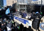 b015b15e-bbac-404f-95db-aa7e0dea15eb-140205_a3_sea_parade_Seahawks_Parade_Football_2.jpg
