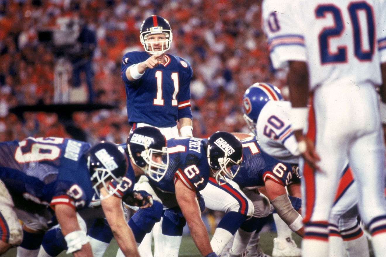Quarterback Phil Simms of the New York Giants points to a Denver Broncos defender in Super Bowl XXII at the Rose Bowl on Jan. 25, 1987 in Pasadena, Calif. The Giants won, 39-20. (Photo by Nate Fine/Getty Images)
