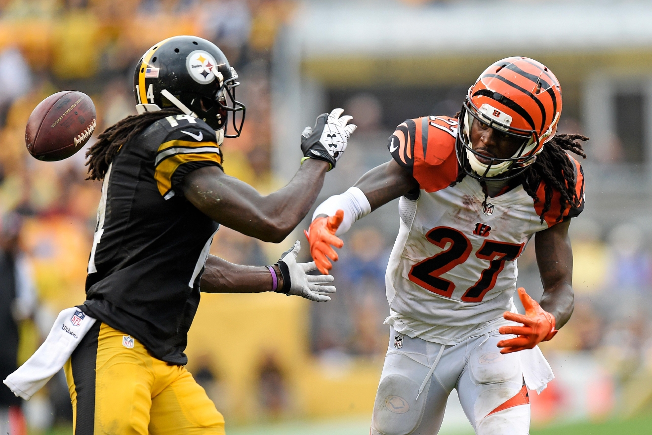 Bengals player and Steelers player unite for youth camp