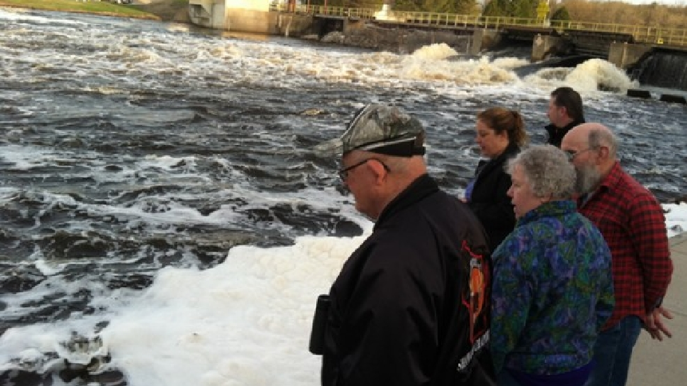 Spectators watch sturgeon at the Shawano Dam, May 1, 2013. (WLUK/Angela Kelly)