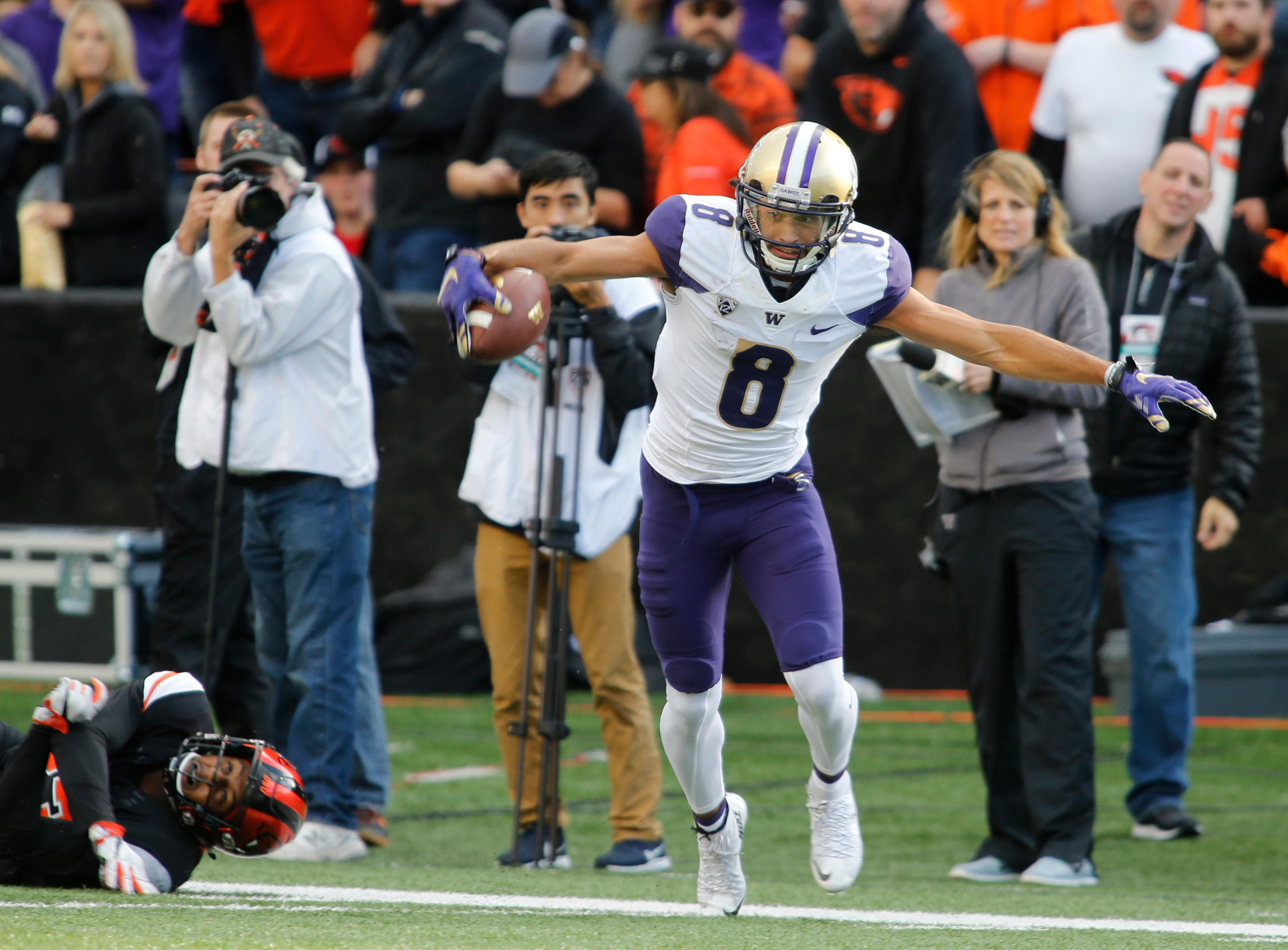 Washington wide receiver Dante Pettis (8) tip toes along the sideline after making a catch in the first half of an NCAA college football game against Oregon State, in Corvallis, Ore., Saturday, Sept. 30, 2017. (AP Photo/Timothy J. Gonzalez)