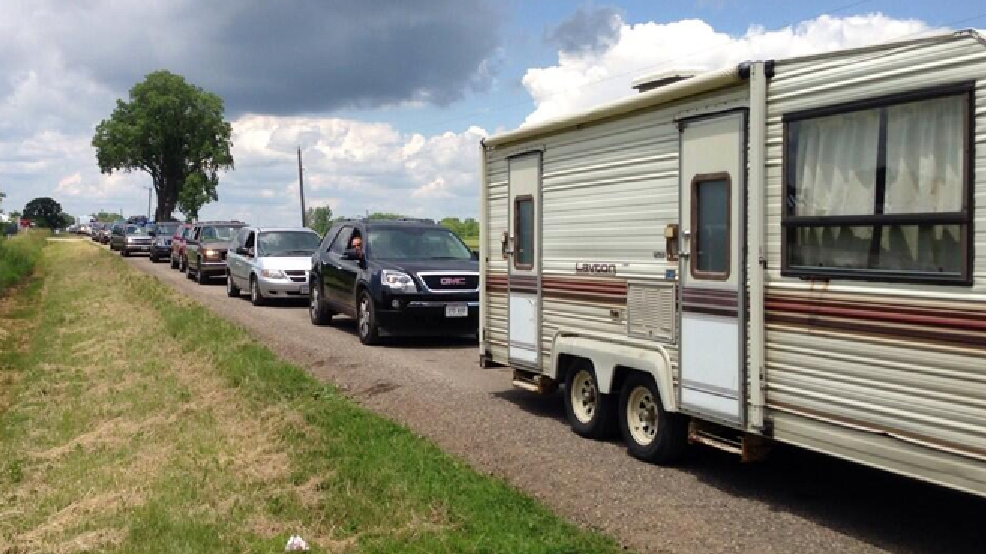 Campers line up to enter Country USA near Oshkosh, June 24, 2014. (WLUK/Andrew LaCombe)