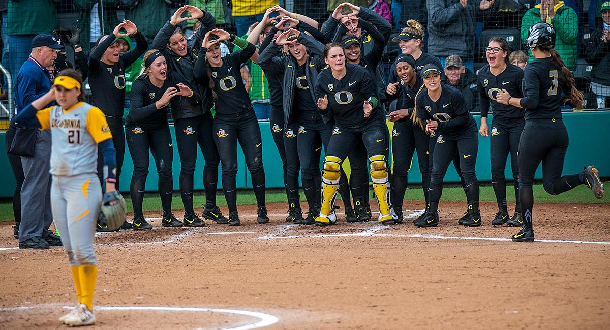 Oregon Ducks Nikki Udria (#3) scores a home run in the fourth inning. The Oregon Ducks defeated the Cal Bears 2-1 in game two of a three-game series. Photo by Rhianna Gelhart, Oregon News Lab