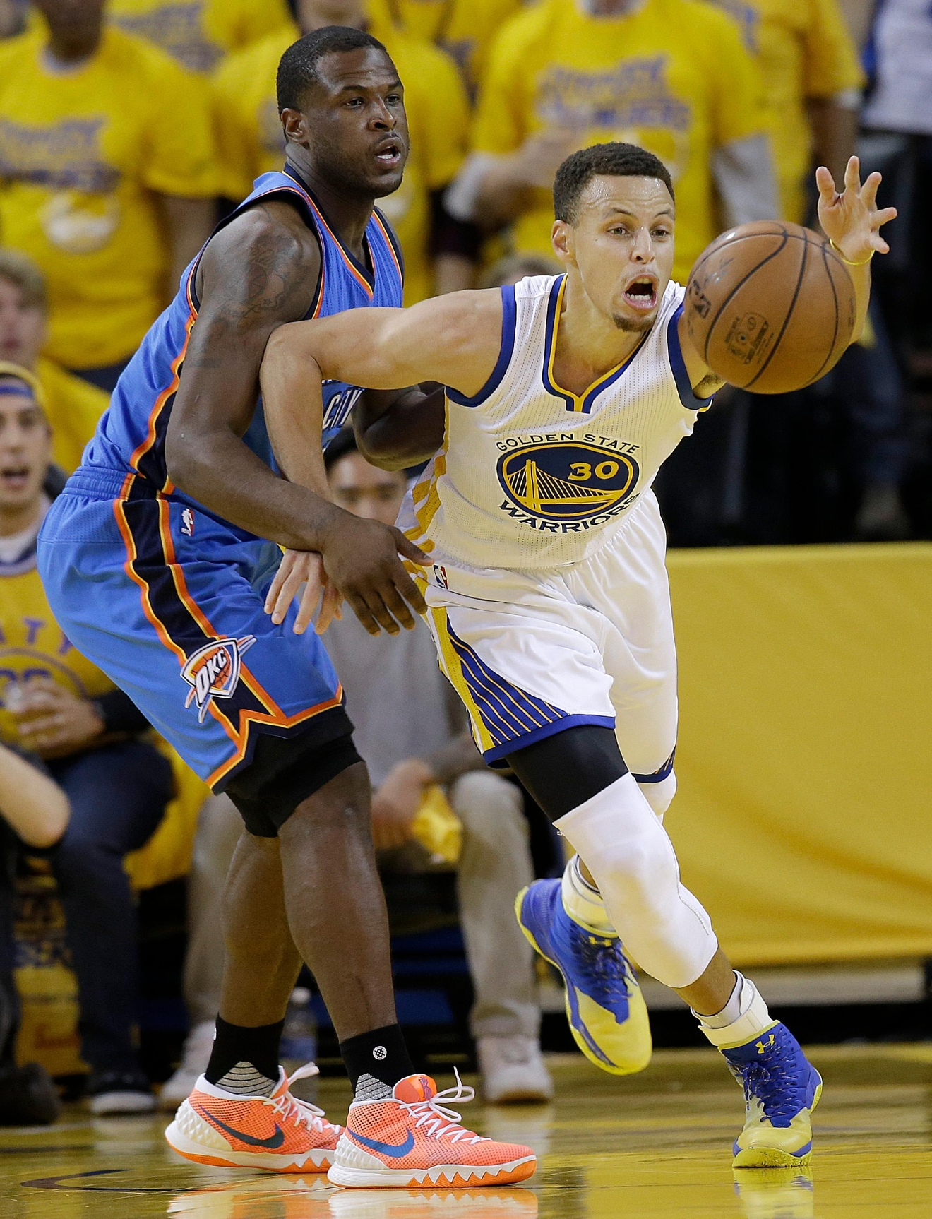 Golden State Warriors guard Stephen Curry (30) reaches for the ball in front of Oklahoma City Thunder guard Dion Waiters during the first half of Game 2 of the NBA basketball Western Conference finals in Oakland, Calif., Wednesday, May 18, 2016. (AP Photo/Marcio Jose Sanchez)