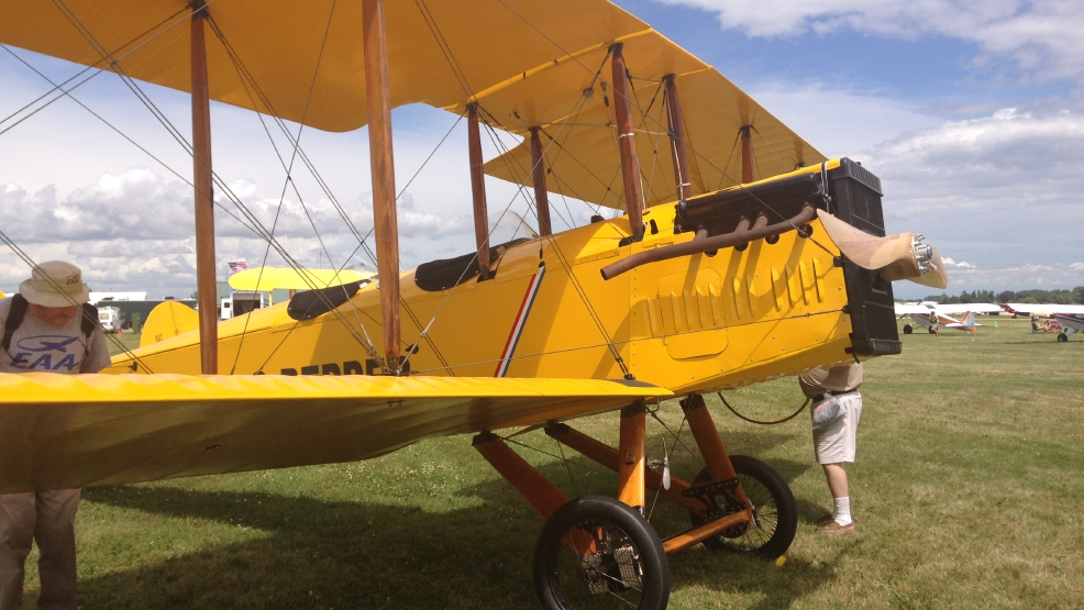 EAA brings around 10,000 planes to Oshkosh