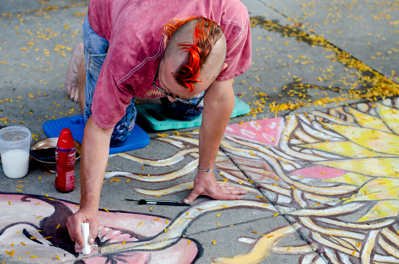 Daniel Luck creating sidewalk chalk art / Image: Kellie Coleman // Published: 10.7.18