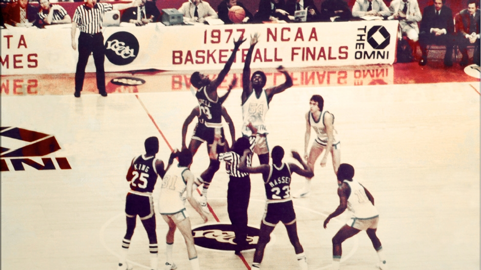 The opening tip of the 1977 NCAA Tournament national semifinal between UNC Charlotte and eventual national champion Marquette. (Courtesy Charlotte 49ers Athletics)